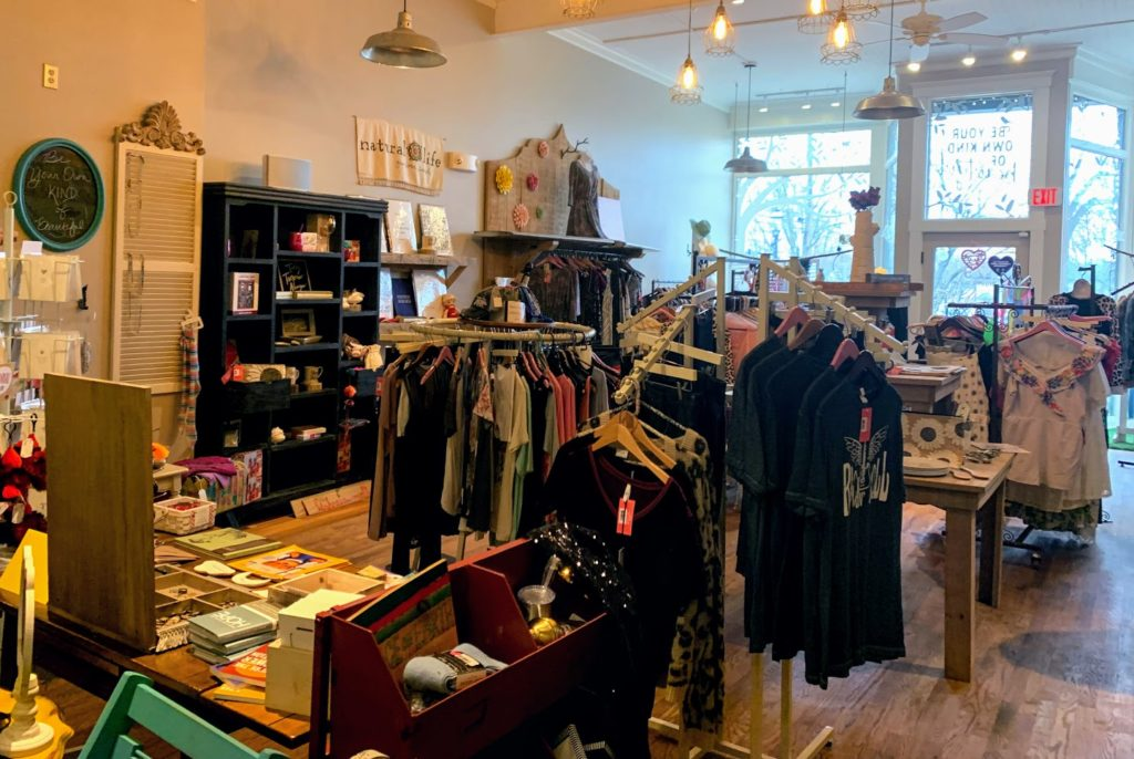 Adorable boutique in Batesville, IN   Bird In a Tree