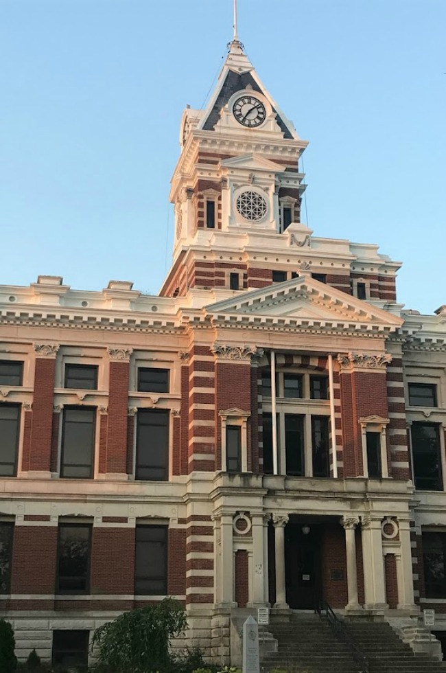 Discover beautiful courthouses when you create the best day trips.