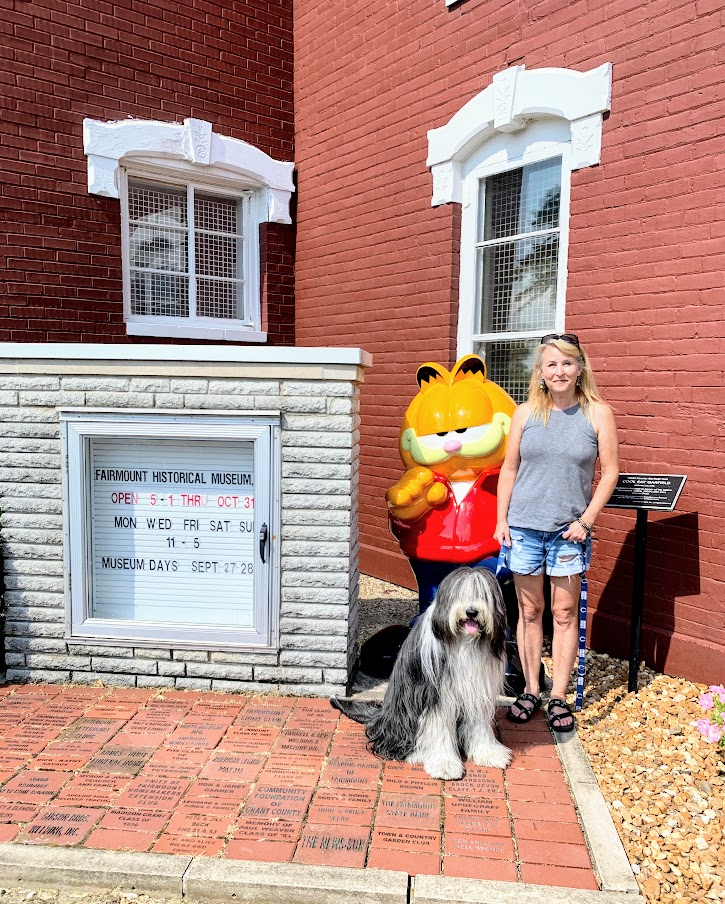 Garfield Statue in Fairmount, Indiana