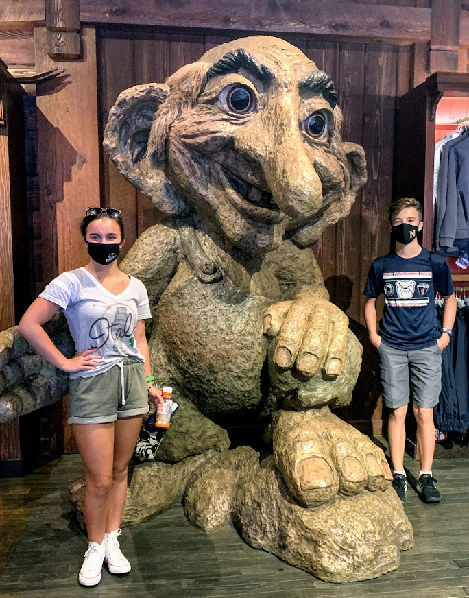 Wear your masks at Disney World